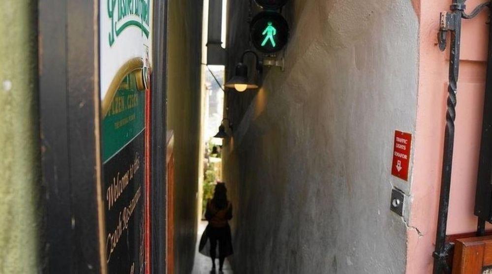 Lampu Lalu Lintas Gang Sempit, Kok Bisa Yah?