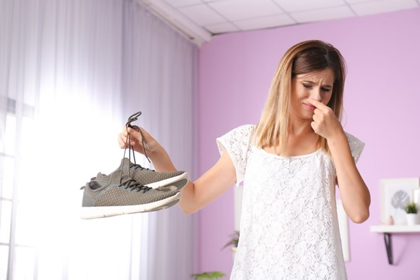 Menghilangkan Bau Pada Sepatu Dengan Mudah
